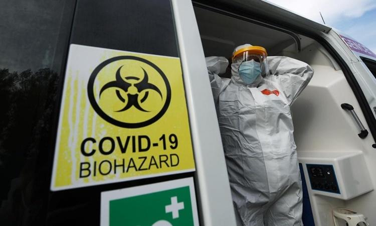 Một nhân viên y tế chuyên xử lý các ca nhiễm Covid-19 tại Bỉ. Ảnh: AFP.