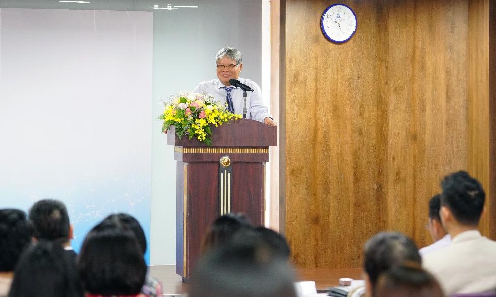 Phó giáo sư, tiến sĩ Hà Hùng Cường, nguyên Ủy viên Trung ương Đảng, nguyên Bộ trưởng Bộ Tư Pháp, Chủ tịch Quỹ Hòa Bình và Phát triển Việt Nam