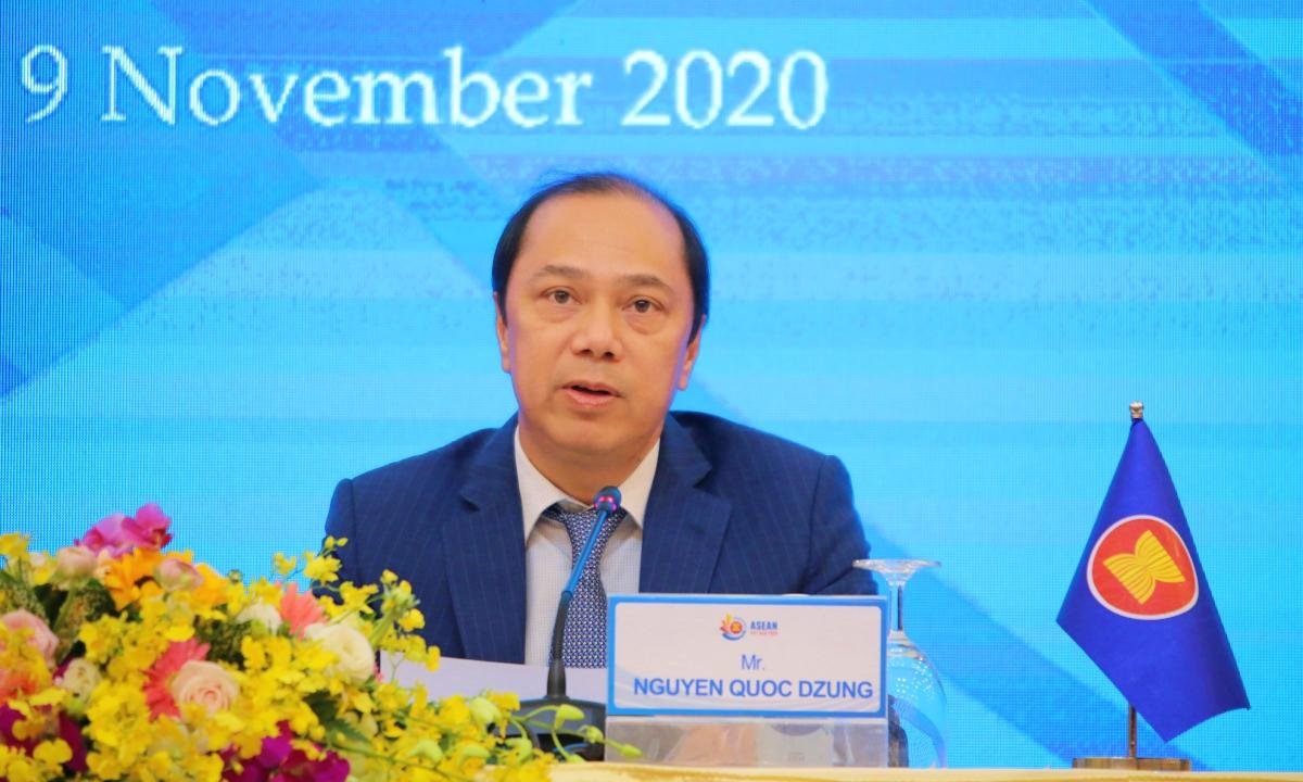 Thứ trưởng Ngoại giao Nguyễn Quốc Dũng tại cuộc họp báo ở Hà Nội chiều nay. Ảnh: Phương Vũ.