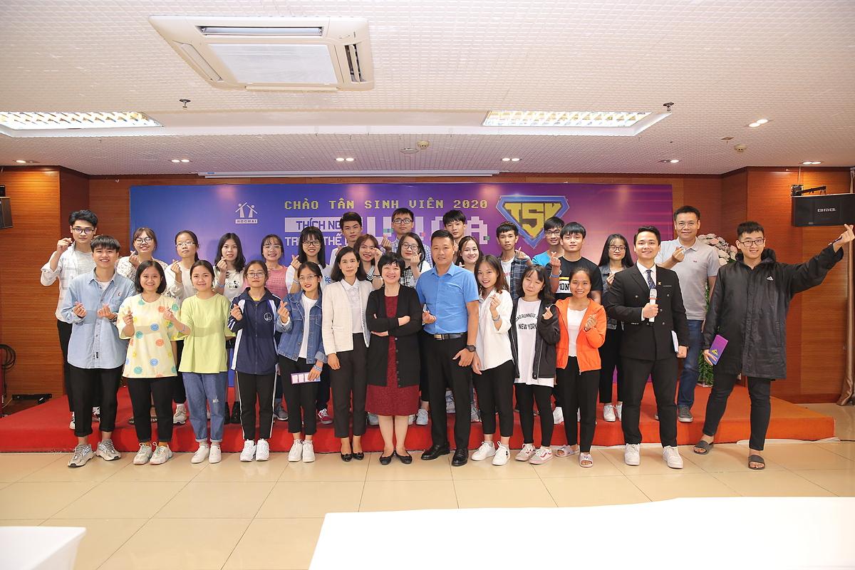 HOCMAI tổ chức sự kiện chào tân sinh viên tại điểm cầu Hà Nội. Ảnh: HOCMAI.
