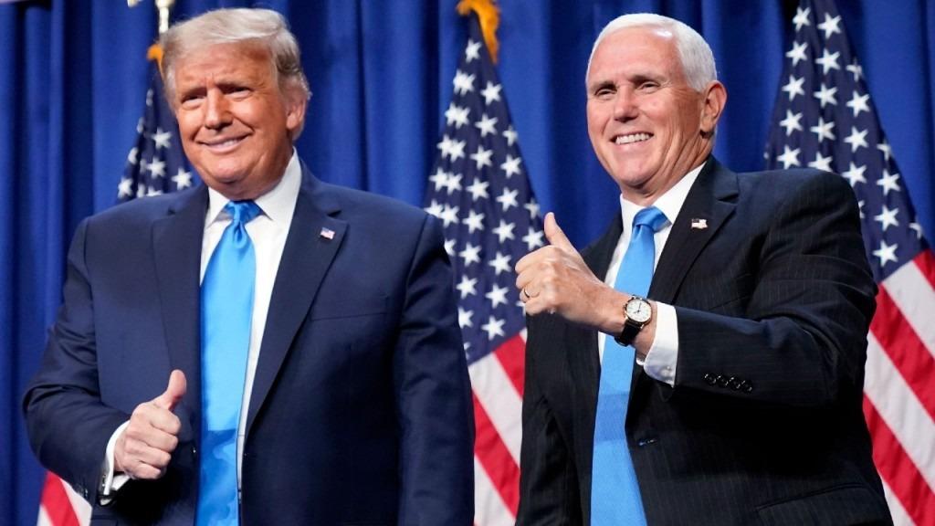 Phó tổng thống Mỹ Mike Pence và Tổng thống Mỹ Donald  Trump trong ngày đầu tiên của hội nghị quốc gia đảng Cộng hòa tại Charlotte, Bắc Carolina, hôm 24/8. Ảnh: AP
