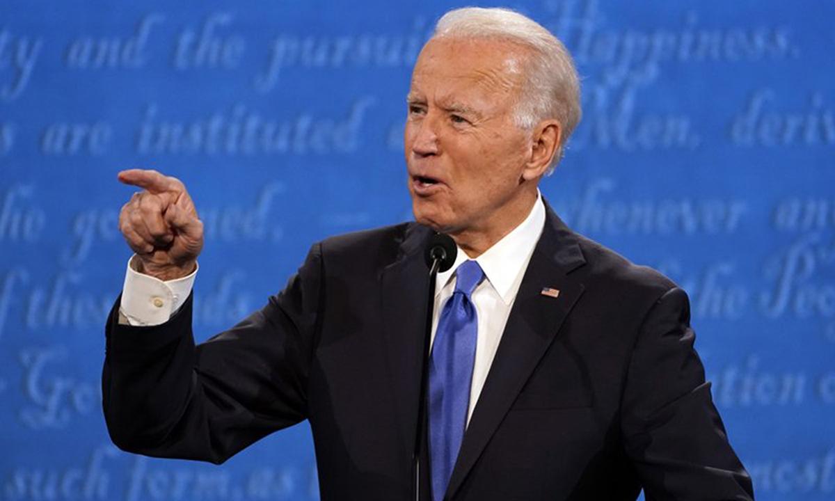 Joe Biden tại cuộc tranh luận tổng thống thứ hai ở Nashville, bang Tennessee hôm 22/10. Ảnh: AP.