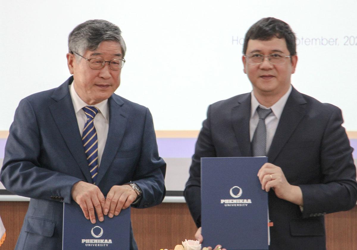 TS Kum Donghwa, Viện trưởng VKIST và GS Phạm Thành Huy, Hiệu trưởng Phenikaa ký hợp tác. Ảnh: