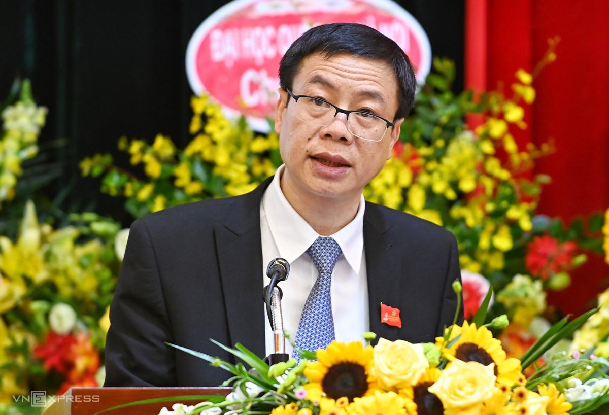 Thứ trưởng Lê Xuân Định trình bày báo cáo chính trị. Ảnh: Giang Huy.