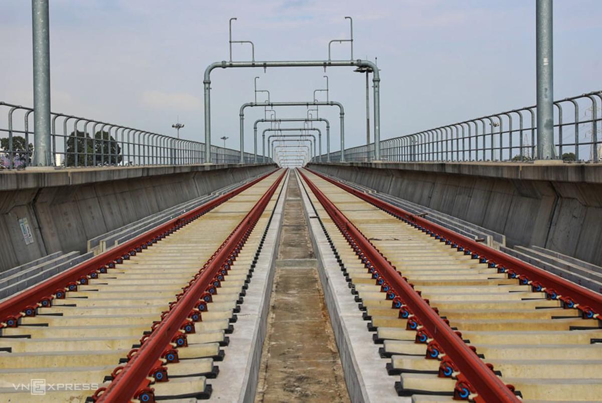 Đoạn cầu cạn VD14 nơi xảy ra sự cố gối dầm cầu bị rơi khỏi vị trí lắp đặt, chiều 11/11. Ảnh: Quỳnh Trần.