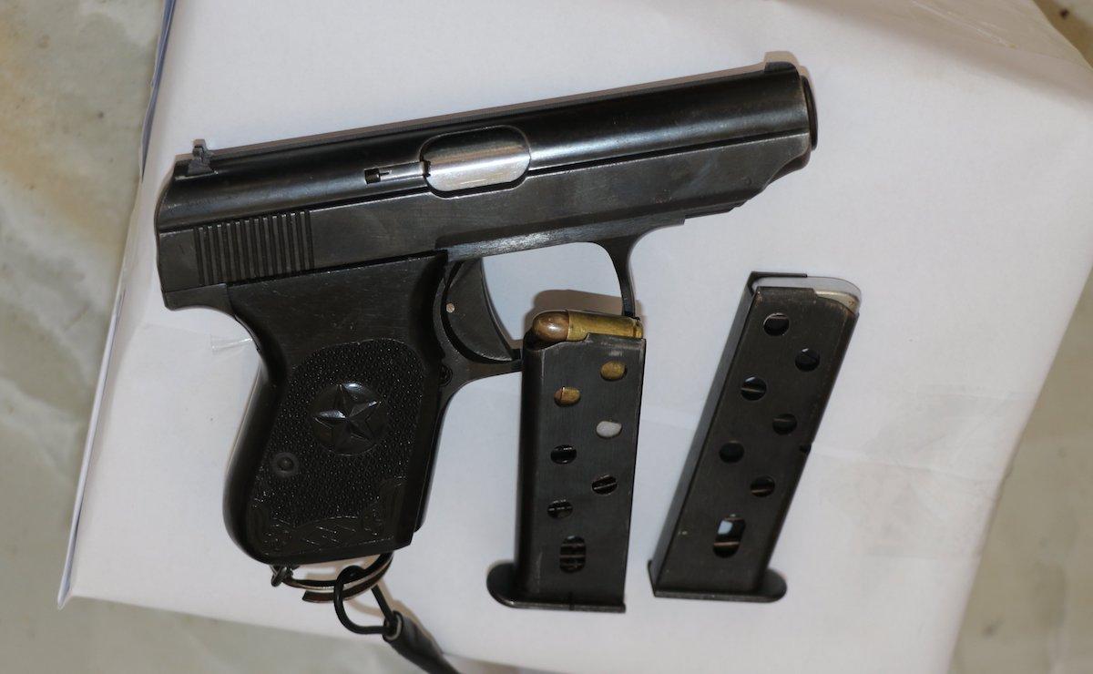 Súng, đạn cảnh sát thu khi khống chế Hợi. Ảnh:V Vương