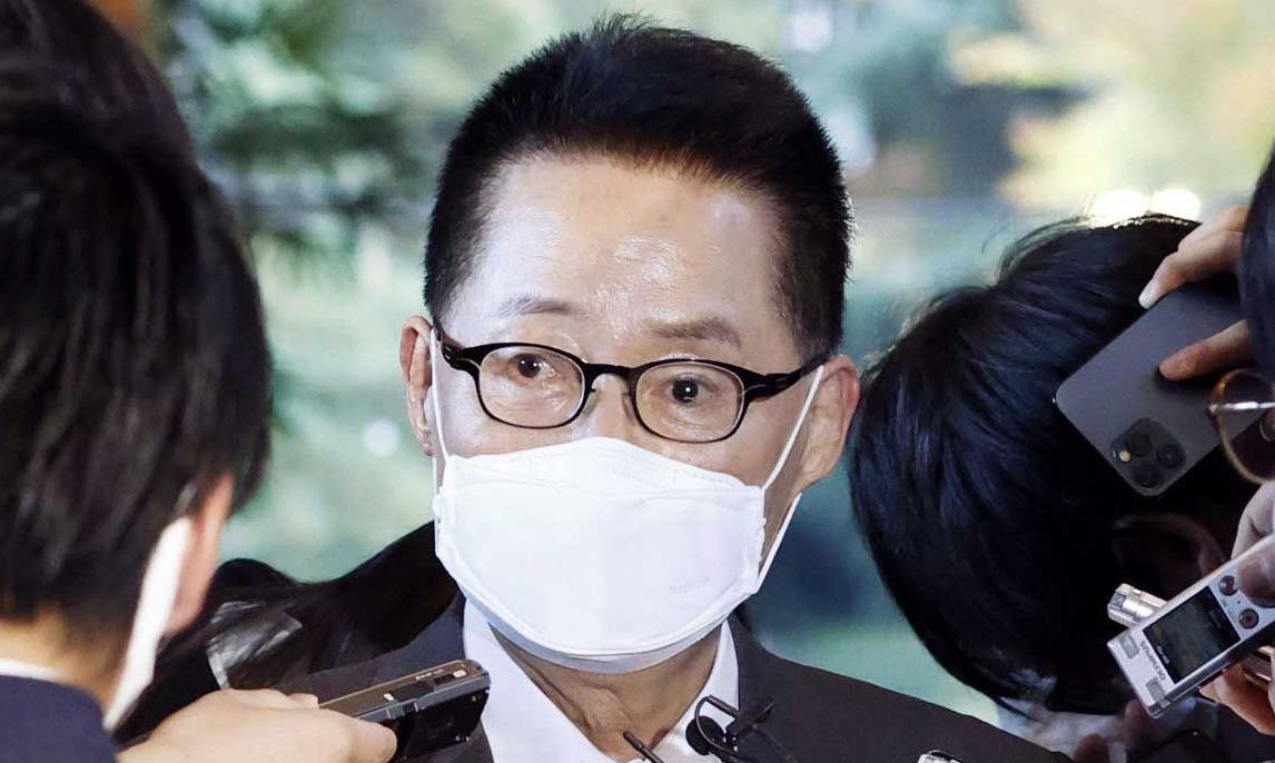 Giám đốc NIS sau cuộc gặp Thủ tướng Suga hôm 10/11. Ảnh: Yonhap.