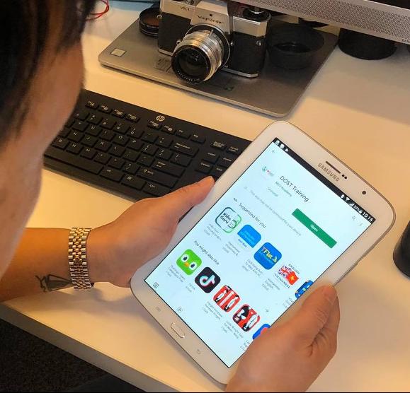 Ứng dụng DOST Training có sẵn trên iOS và Android. Ảnh: RMIT.