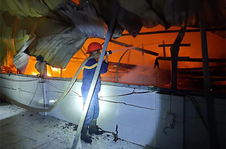 Xưởng sơ chế dược liệu bốc cháy