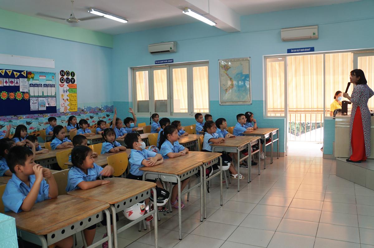 Học sinh lớp 1 trường Tiểu học Đinh Tiên Hoàng, quận 1, TP HCM. Ảnh: Mạnh Tùng.