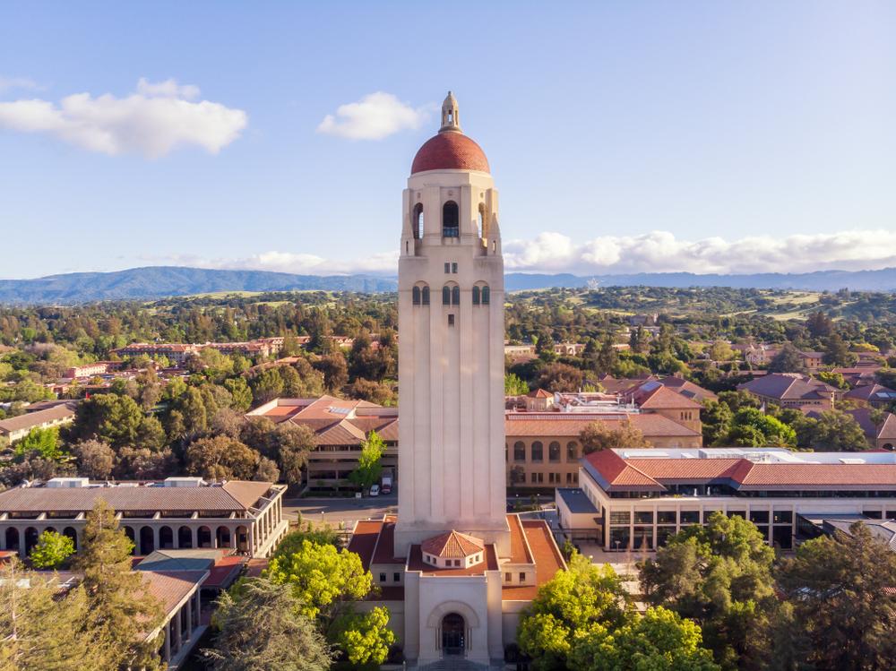 Tháp Hoover, một trong những biểu tượng của Đại học Stanford. Ảnh: Shutterstock