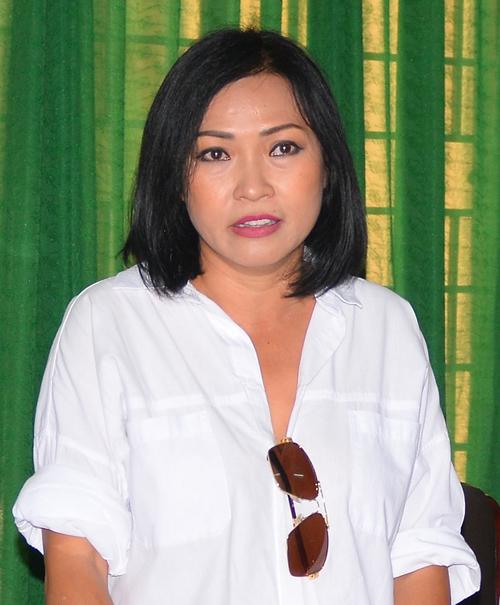 Ca sĩ Phương Thanh làm việc với Sở Thông tin và Truyền thông Quảng Ngãi, ngày 12/11. Ảnh: Thạch Thảo.