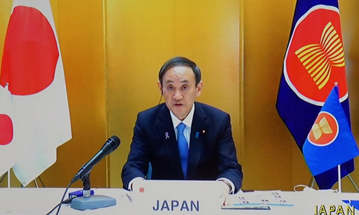 Thủ tướng Nhật phát biểu qua truyền hình tại hội nghị chiều 12/11. Ảnh: Vũ Anh.