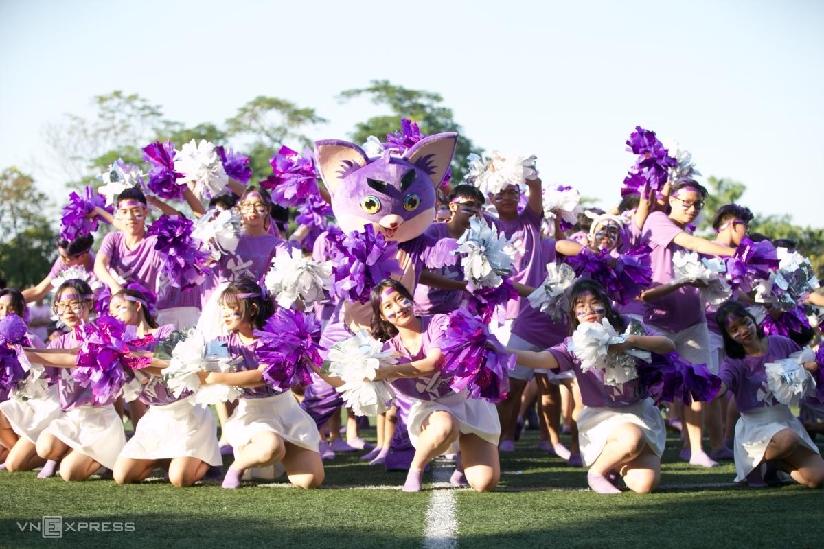 Học sinh Chu Văn An nhảy Cheerdance, chiều 12/11. Ảnh: Đình Tùng