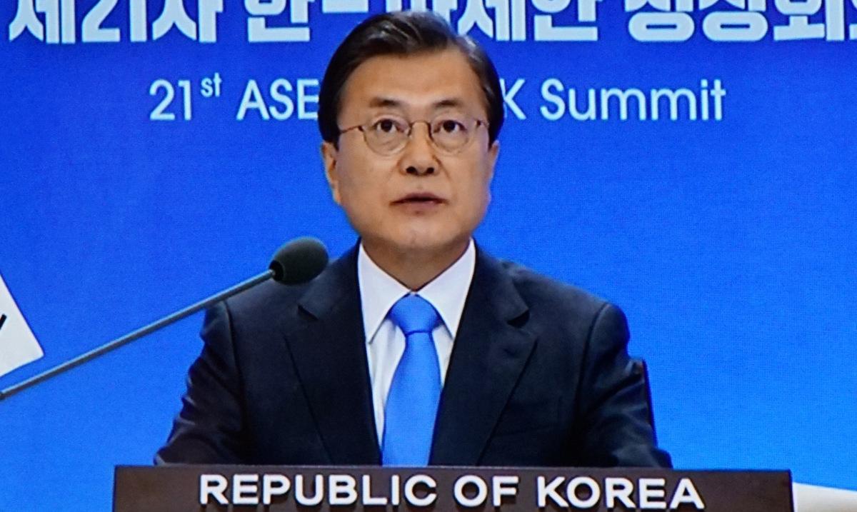 Tổng thống Moon Jae-in phát biểu trực tuyến tại hội nghị chiều 12/11. Ảnh: Vũ Anh.