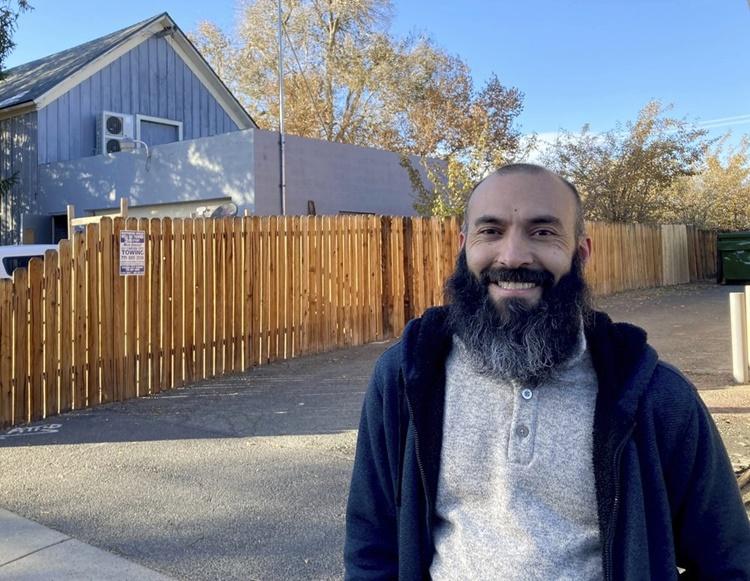 Daniel Echebarria tại Sparks, Nevada, nơi anh đang làm công việc giáo viên. Ảnh: AP.