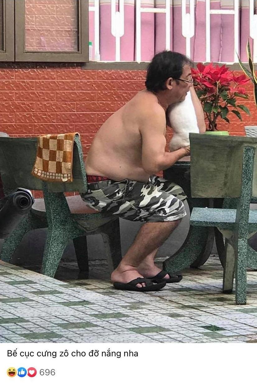 Bế cục cưng dô cho đỡ nắng nha.