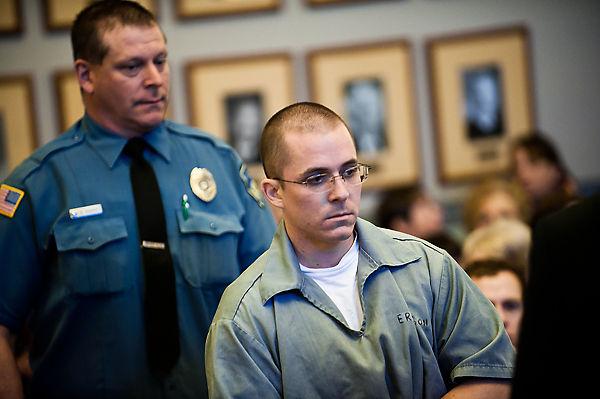 Charles Erikson ra tòa làm chứng gỡ tội cho Ferguson vào năm 2012. Ảnh: Columbia Daily Tribune.