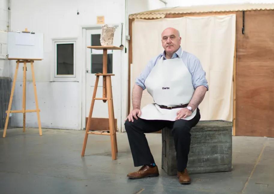 Shaun Greenhalgh bị lộ tẩy vì viết thiếu dấu trong văn tự cổ. Ảnh: The Guardian.