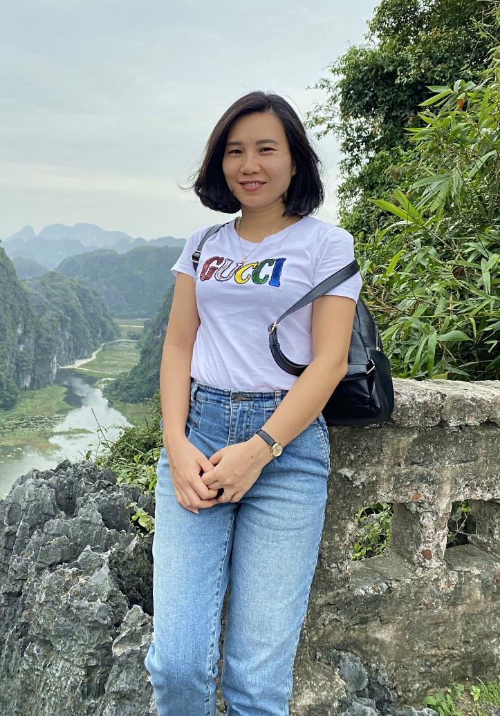 Cô Nguyệt trong chuyến du lịch Ninh Bình. Ảnh: Nhân vật cung cấp