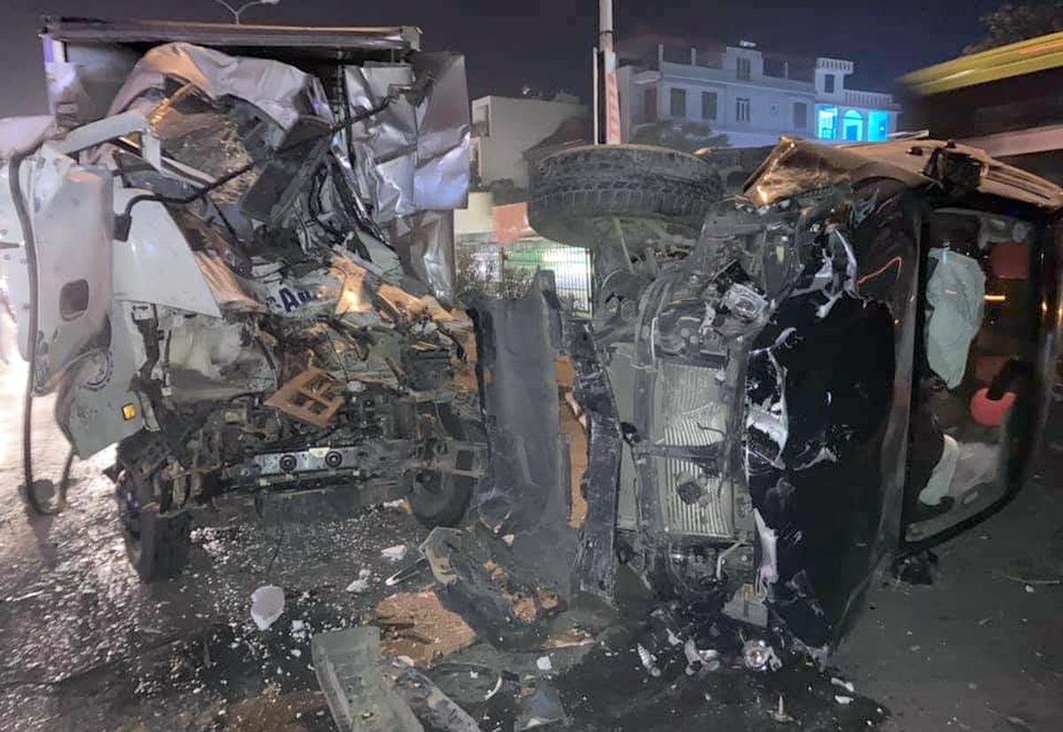 Ôtô lao qua dải phân cách Quốc lộ 5 gây tai nạn liên hoàn - 2