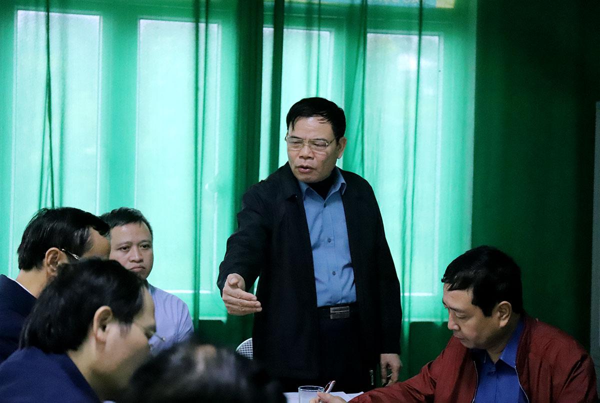 Bộ trưởng Nông nghiệp và Phát triển Nông thôn Nguyễn Xuân Cường phát biểu tại cuộc họp nhanh với lãnh đạo tỉnh Hà Tĩnh về phương án ứng phó hoàn lưu bão Vamco. Ảnh: Đức Hùng
