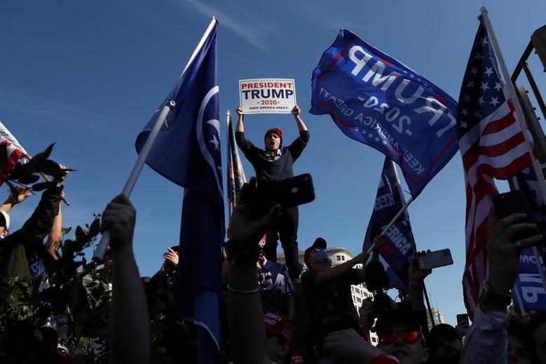 Người ủng hộ Trump biểu tình ở Washington hôm 14/11. Ảnh: Reuters