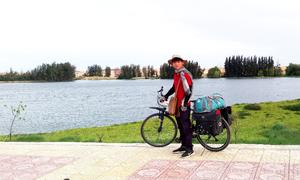 Chàng trai đạp xe xuyên Việt
