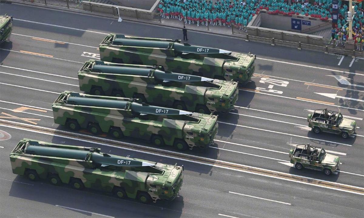 Tên lửa siêu vượt âm DF-17 trong lễ duyệt binh kỷ niệm 70 năm quốc khánh Trung Quốc, tháng 10/2019. Ảnh: Global Times.