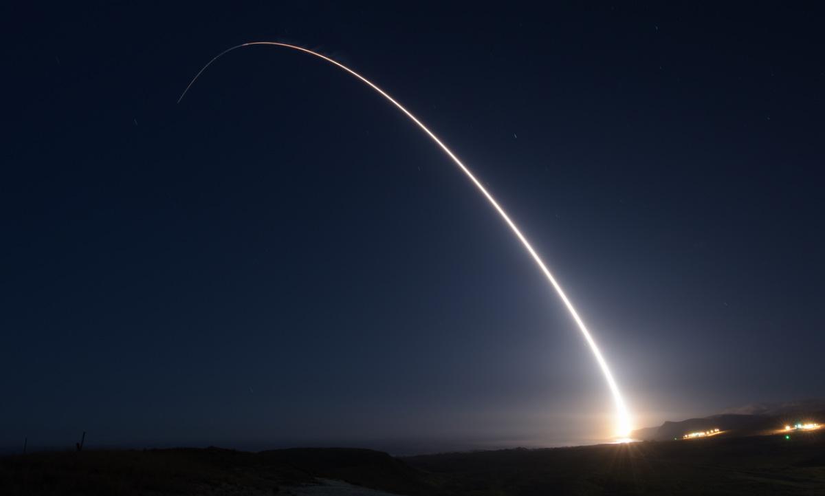Tên lửa đạn đạo xuyên lục địa Minuteman III được Mỹ phóng thử hôm 29/10. Ảnh: USAF.
