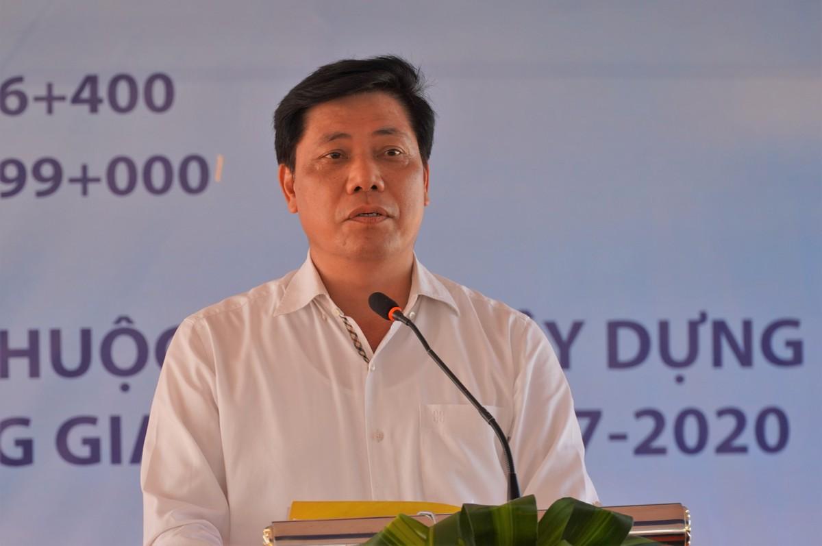 Thứ trưởng Bộ GTVT Nguyễn Ngọc Đông yêu cầu các nhà thầu thi công đảm bảo đúng tiến độ và chất lượng. Ảnh: Việt Quốc.
