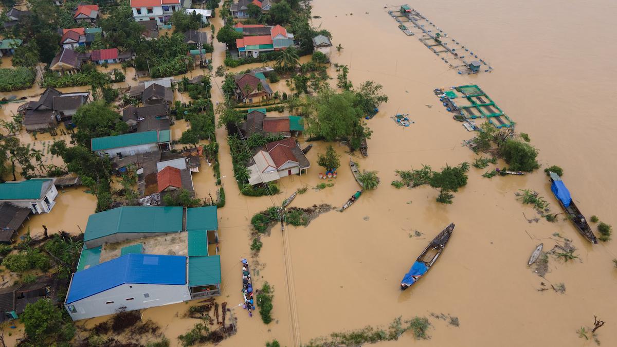 Bão Linfa gây ngập lụt ở nhiều tỉnh miền Trung. Ảnh: Võ Thạnh