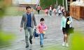 Tôi không dám dắt con đi bộ tới lớp dù nhà cách trường chưa đầy một km