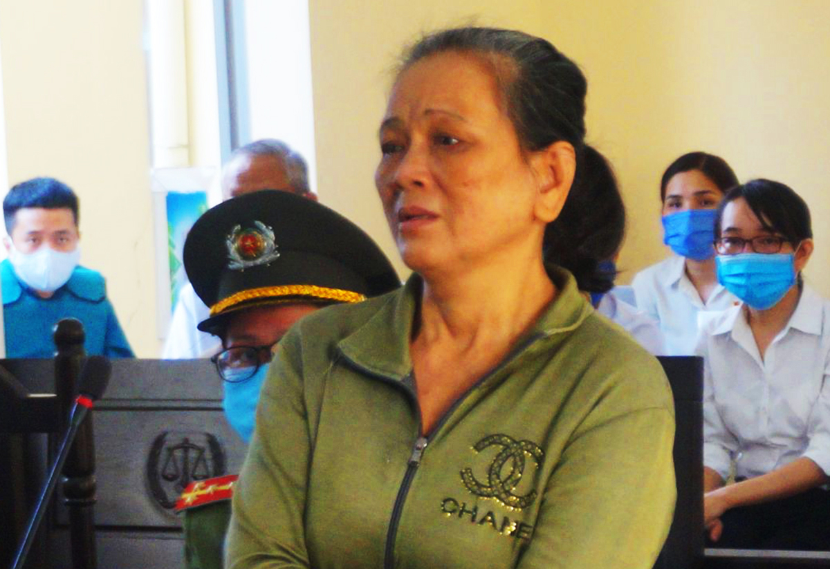 Bị cáo Nguyễn Thị Hoa bị xử phạt 4 năm tù vì đã ngược đãi mẹ ruột. Ảnh: Lê Đức