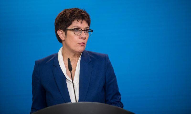 Bộ trưởng Quốc Phòng Đức Annegret Kramp-Karrenbauer phát biểu trước báo giới tại Berlin hôm 2/9. Ảnh: Reuters.