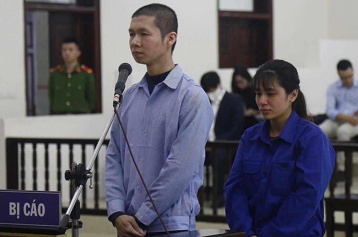 Bị cáo Tuấn và Lan Anh tại phiên toà ngày 18/11. Ảnh: Danh Lam