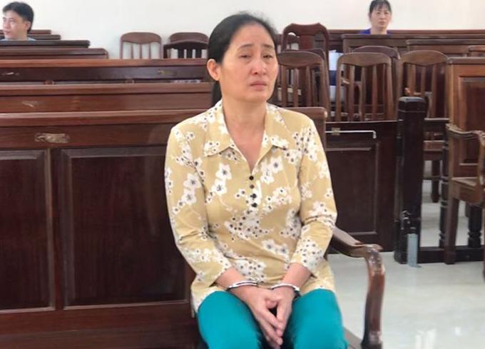 Bà Lan thường xuyên khóc tại tòa. Ảnh: Thái Hà