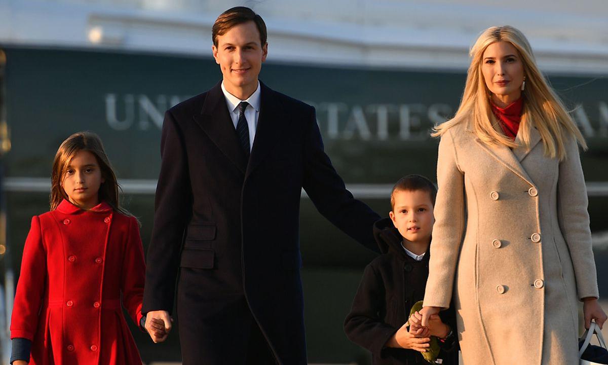 Gia đình Ivanka Trump và Jared Kushner tại căn cứ quân sự chung Andrews ở Maryland hồi tháng 9. Ảnh: AFP.