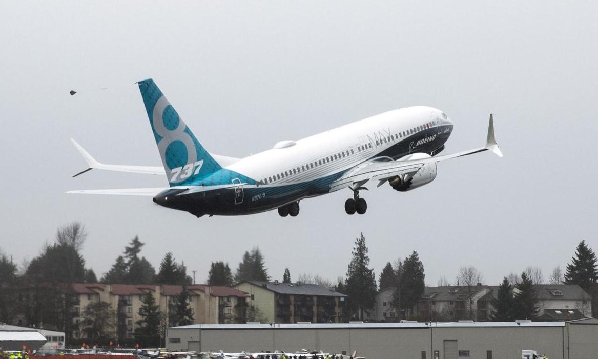 Một máy bay Boeing 737 MAX cất cánh từ Washington tháng 1/2016. Ảnh: Reuters.
