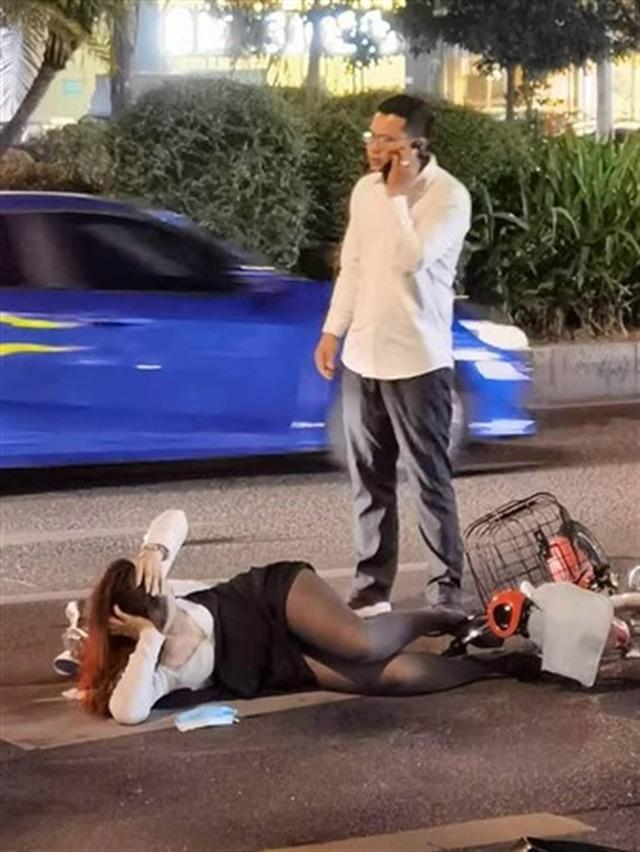 Dáng nằm không thể hiểu nổi của cô gái sau tai nạn.