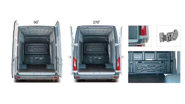 Xe Van GAZelle có cửa sau rộng, cố định góc mở 90 độ hoặc 270 độ mang tới sự tiện dụng. Ảnh: GAZ Việt Nam.