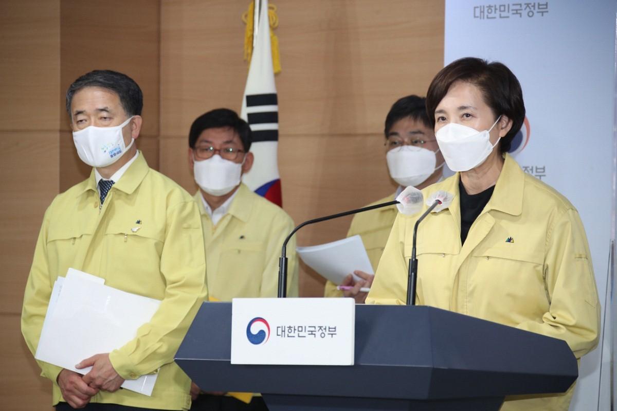 Bộ trưởng Giáo dục Yoo Eun-hae phát biểu trong cuộc họp ngày 15/11. Ảnh: Yonhap