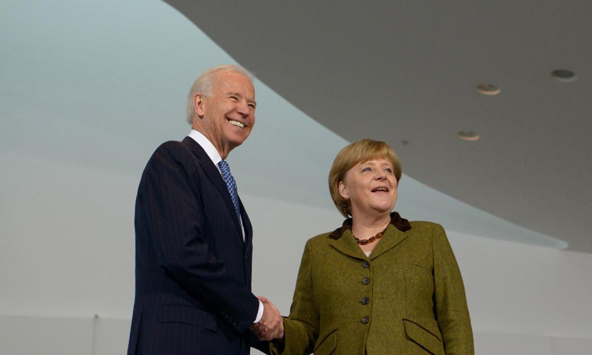 Joe Biden (trái) và Thủ tướng Merkel tại Berlin, Đức hồi tháng 2/2013. Ảnh: AFP.