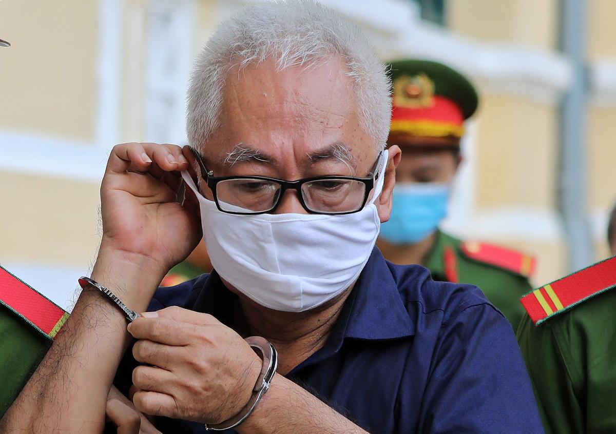Ông Trần Phương Bình đến tòa sáng 19/11. Ảnh: Quỳnh Trần.