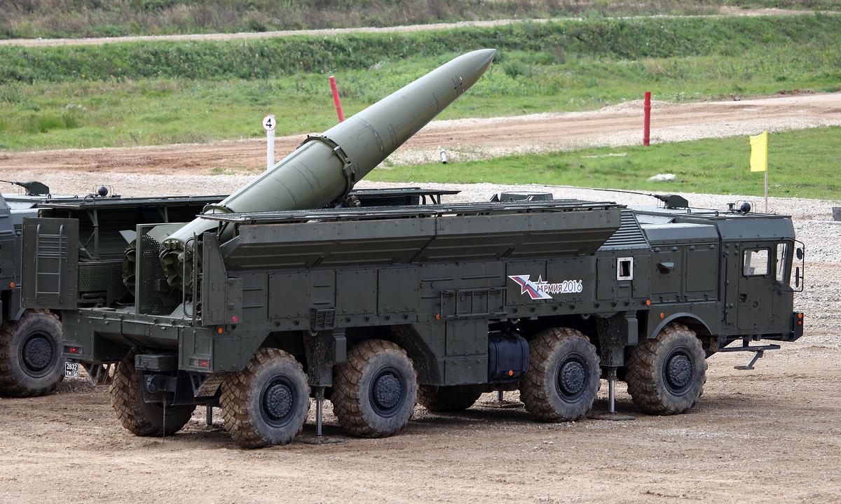 Xe phóng tên lửa Iskander-M Nga trình diễn tại triển lãm Army-2016. ảnh: Vitaly Kuzmin.