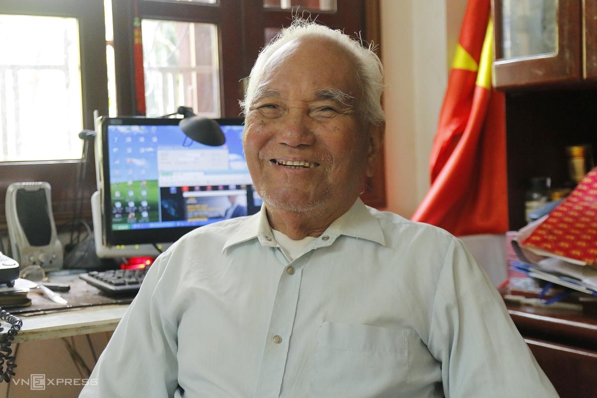 Ông Nguyễn Thìn Xuân, Chủ tịch Câu lạc bộ UNESCO, Chiến sĩ diệt dốt Nguyễn Văn Tố. Ảnh: Thanh Hằng
