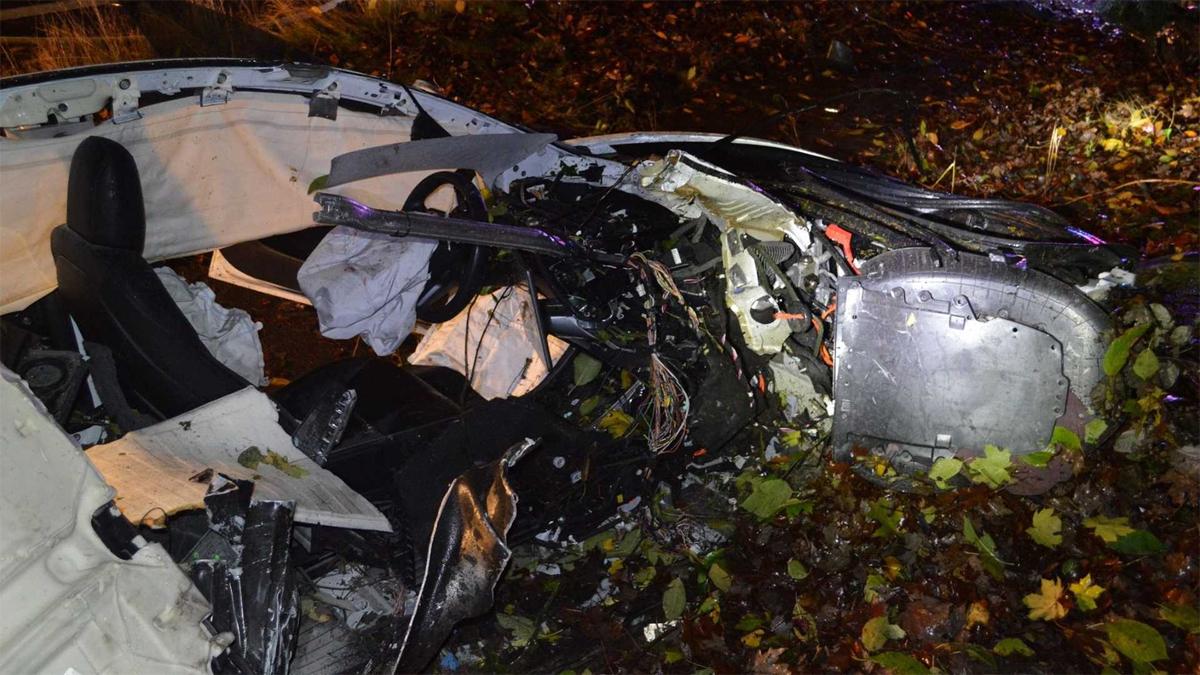 Chiếc Tesla gặp nạn và hư hỏng nặng. Ảnh: Corvallis Police Department