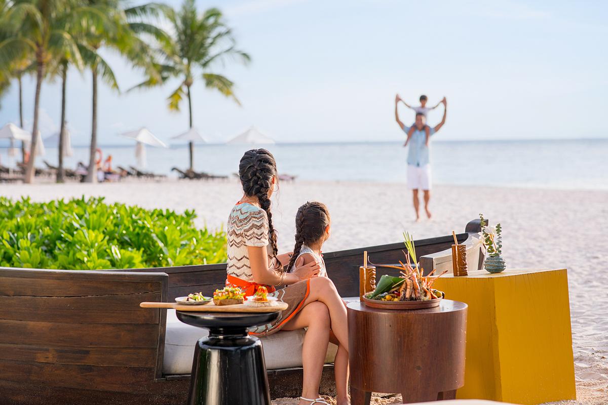 Khách du lịch có thể trải nghiệm không khí lễ hội yên bình khi đến thăm InterContinental Phu Quoc Long Beach. Ảnh: InterContinental Phu Quoc Long Beach.