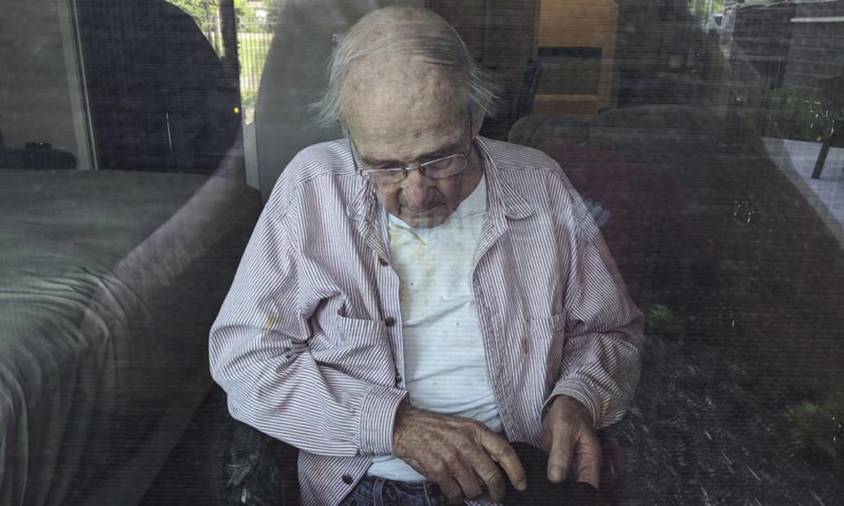 Ông James Gill  tại viện dưỡng lão Cherrywood Pointe ở thành phố Plymouth, bang Minnesota hồi đầu tháng 6. Ảnh: AP.