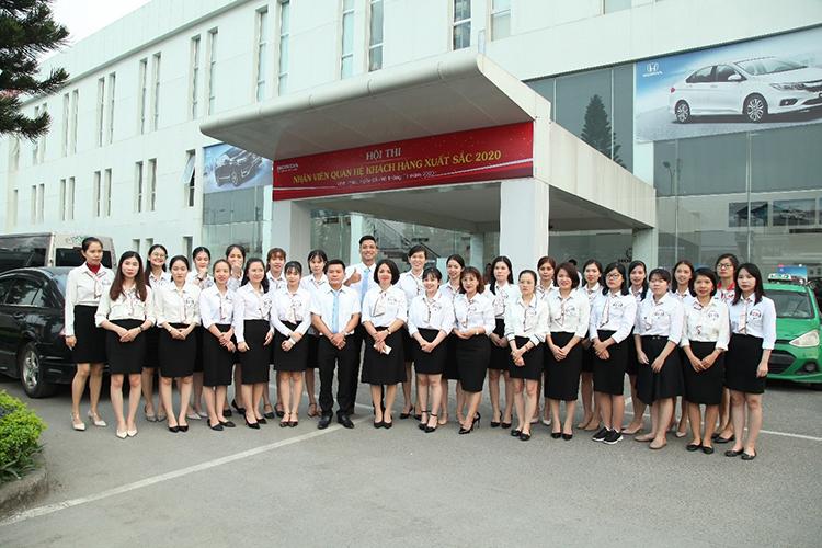 Các nhân viên quan hệ khách hàng của Honda Việt Nam trước hội thi.